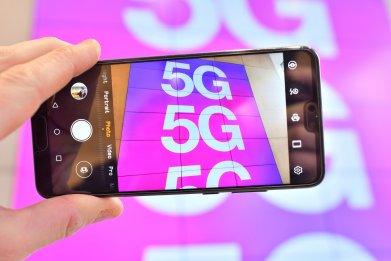 5G sign on phone