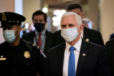 Mike Pence wearing face mask