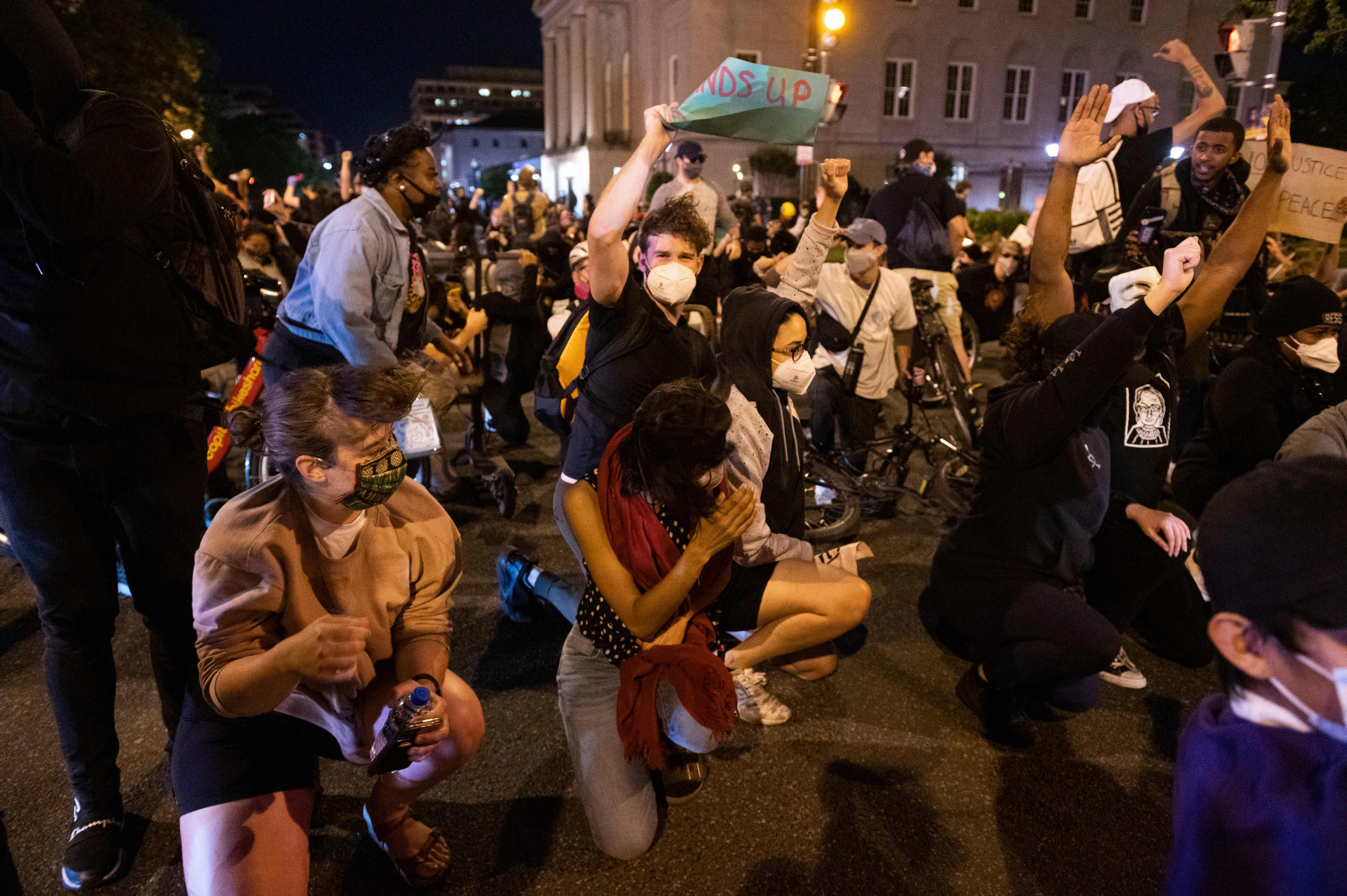 Low-flying military helicopters used to disperse George Floyd protesters in Washington, D.C.
