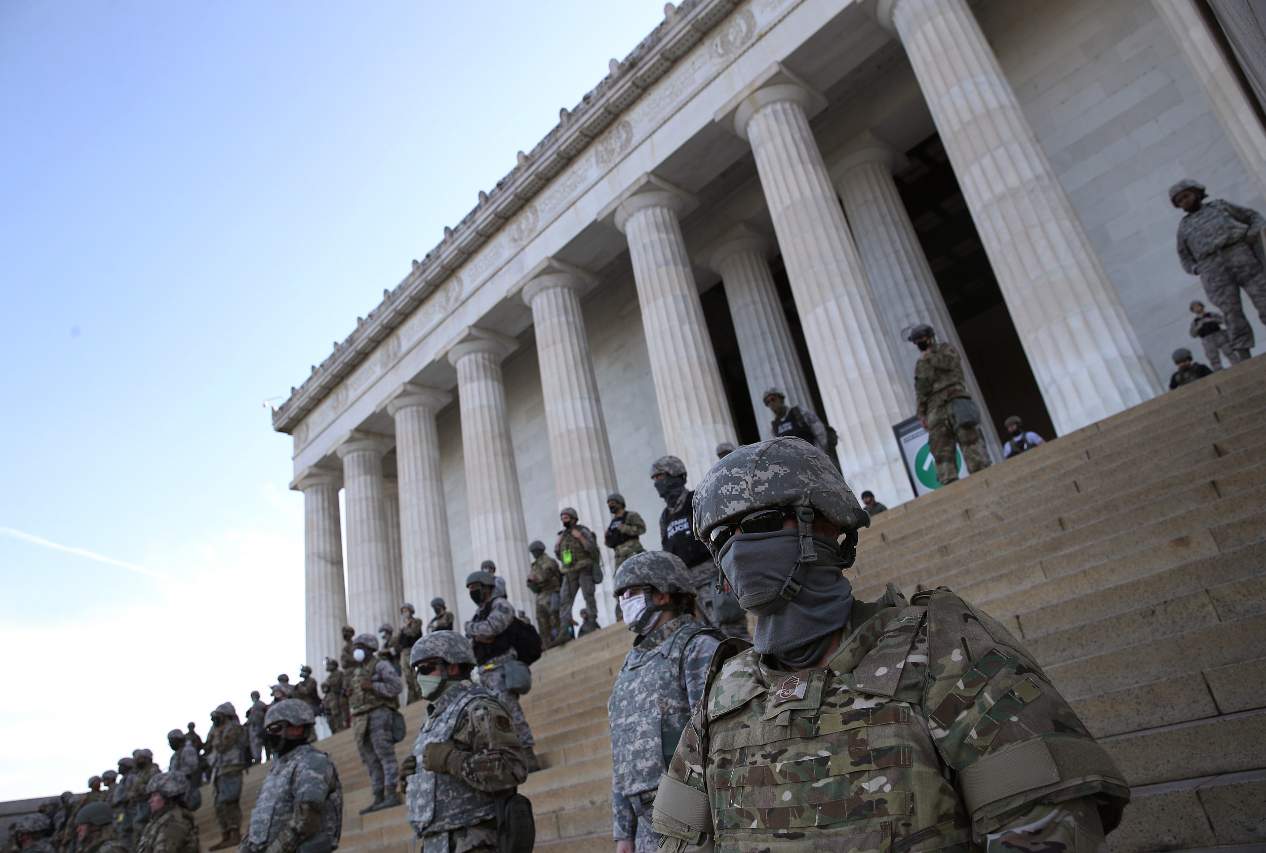 Viral photo shows soldiers amassed on steps of Lincoln Memorial after Pentagon puts them on alert over protests