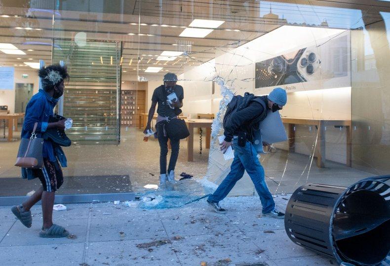 Apple Store looting, Los Angeles