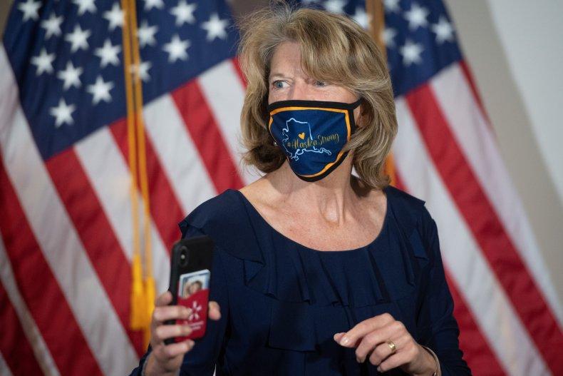 Lisa Murkowski struggling support Trump