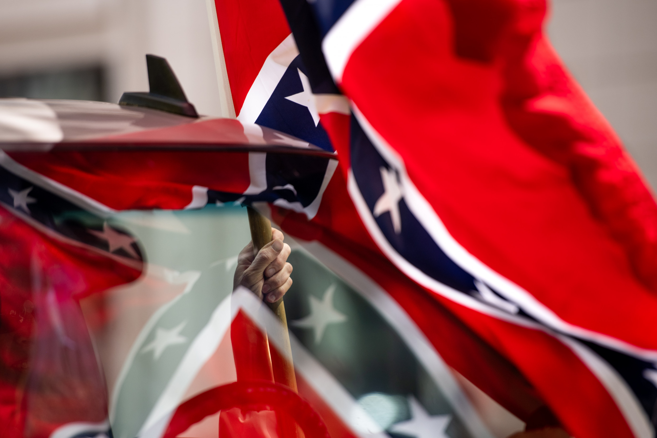 U.S. Marine Corps orders Confederate flag ban including on bumper stickers, mugs and T-shirts