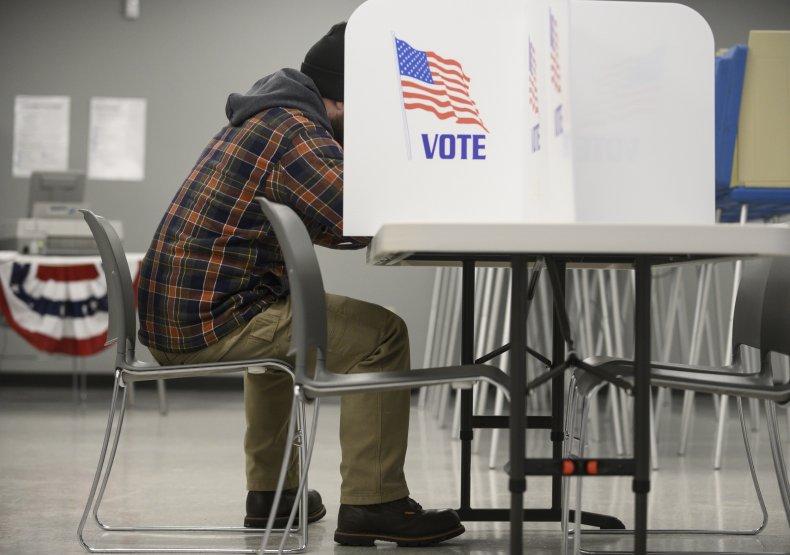 minnesota resident fills out voter registration form