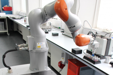Mobile robot chemist
