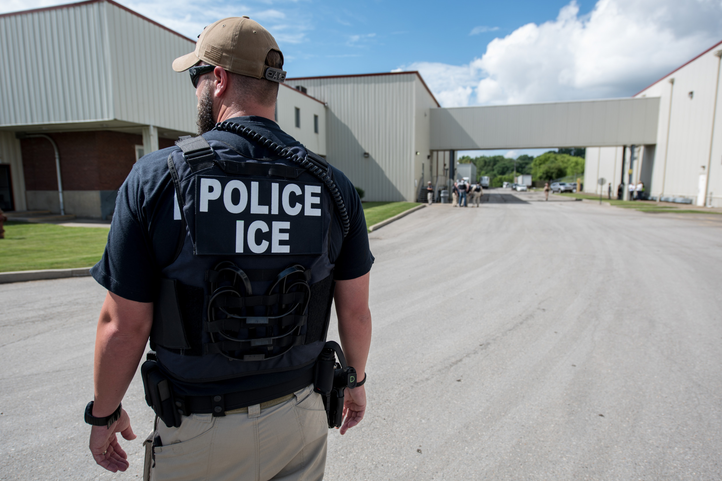 "ICE offering ""Citizens Academy"" course, with training on how to arrest immigrants"