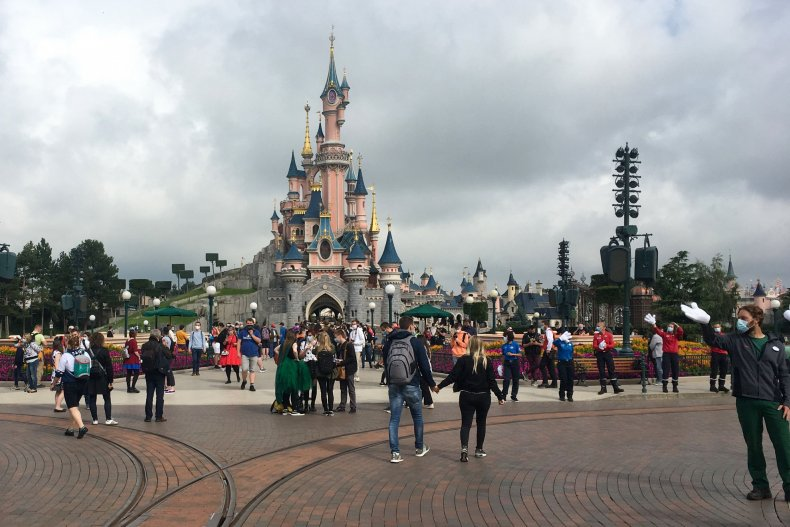 Walt Disney World Removes 'No-COVID' Thread on
