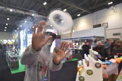 vape-pen-e-liquid-clouds