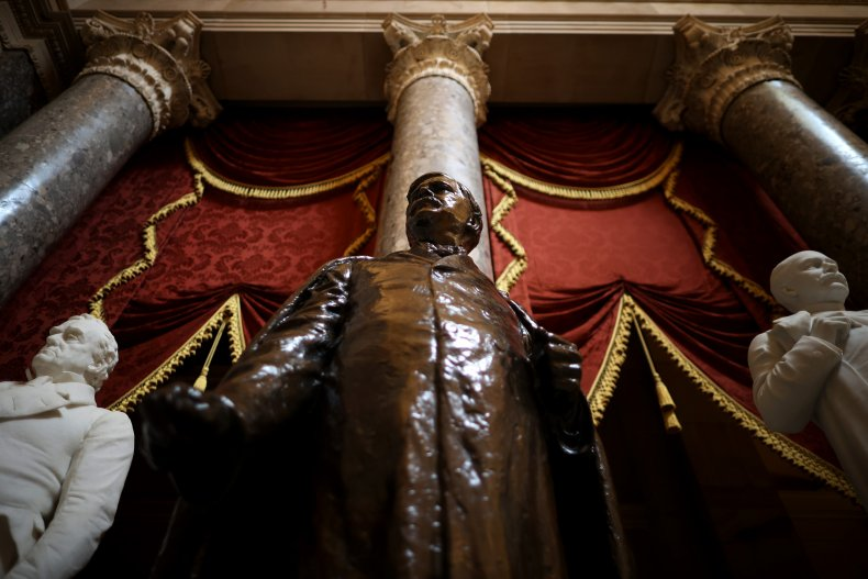 House votes to remove Confederate statues
