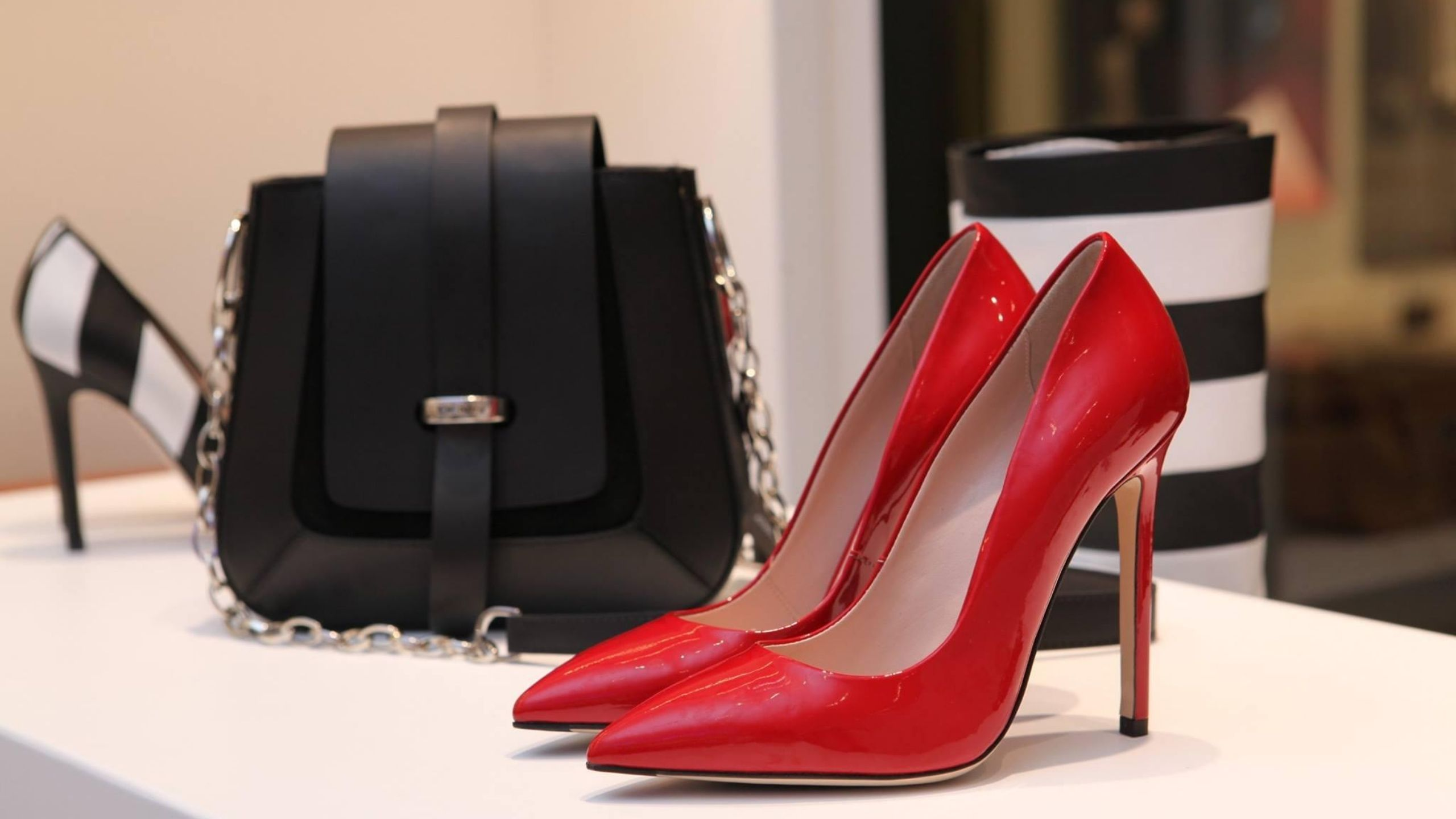 Newsweek AMPLIFY Luxury Website for Designer Clothing