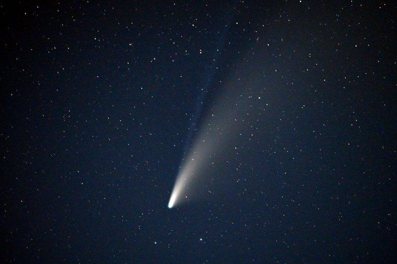 comet-neowise-sky