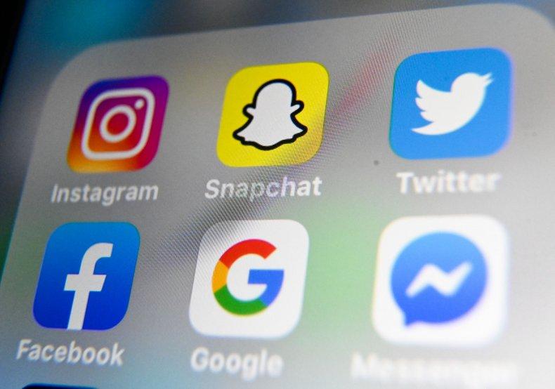 Social media smartphone apps