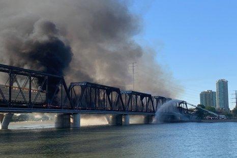 tempe train derailment fire bridge arizona