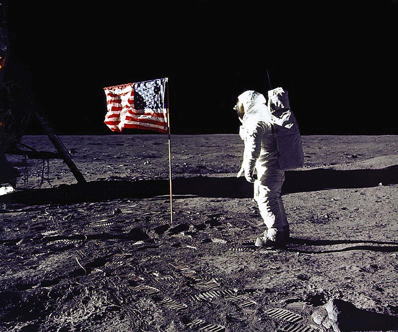 U S Moon Landing Was A Hoax Half Of Russians Believe