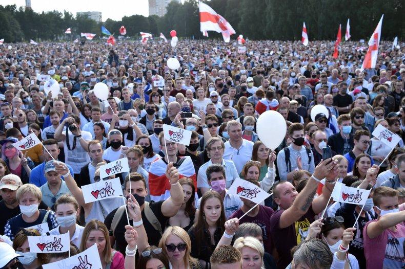 Supporters of presidential candidate Svetlana Tikhanovskaya