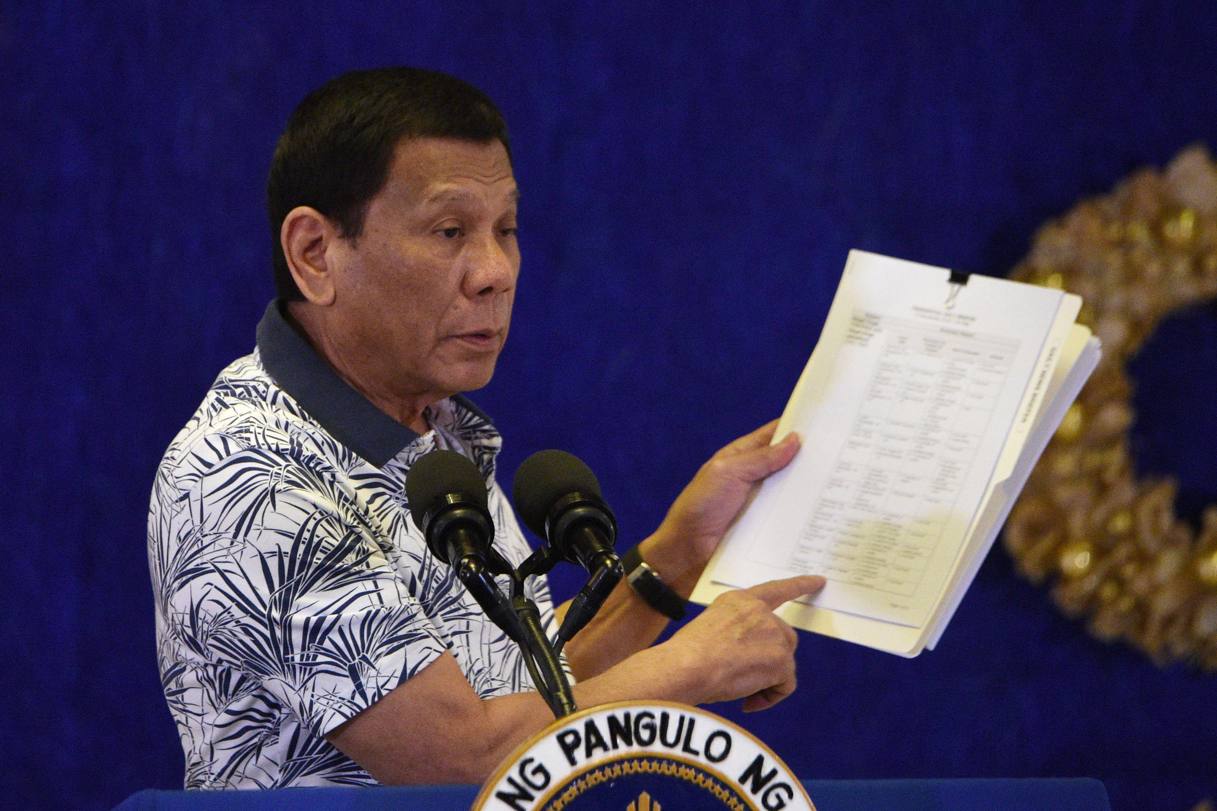 "Duterte accuses doctors of wanting ""revolution,"" reimposes Manila lockdown"