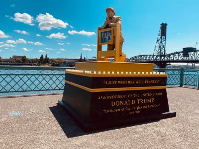 Trump Statue Initiative living statue Portland Oregon