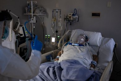 COVID-19 patient in intensive care