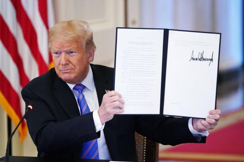 trump sign executive order stimulus