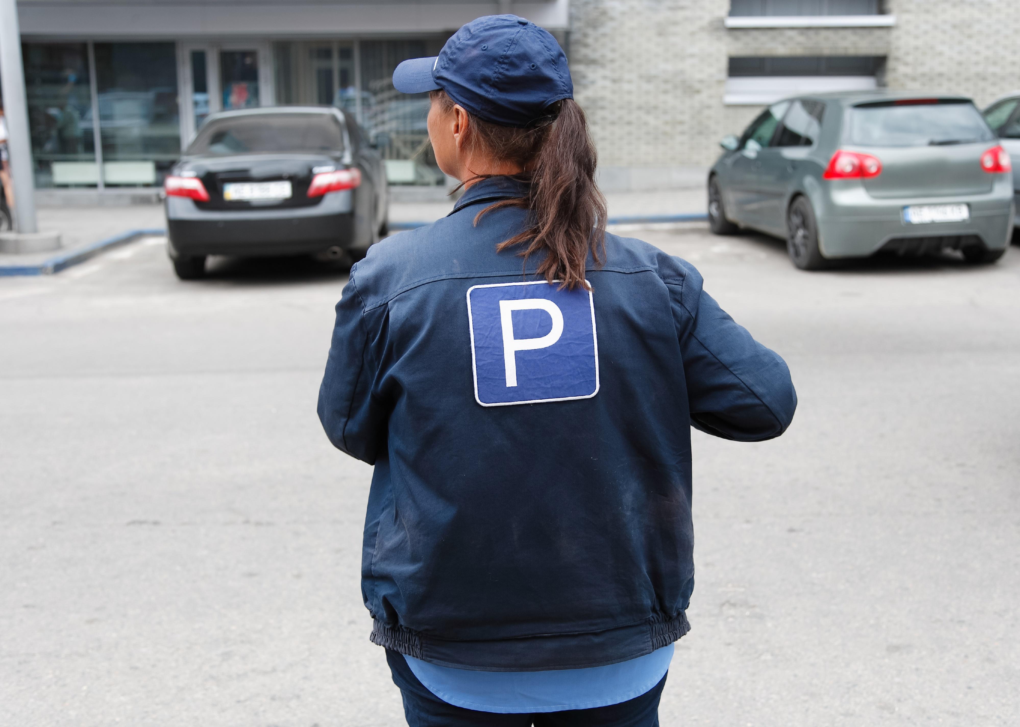 #75. Parking lot attendants
