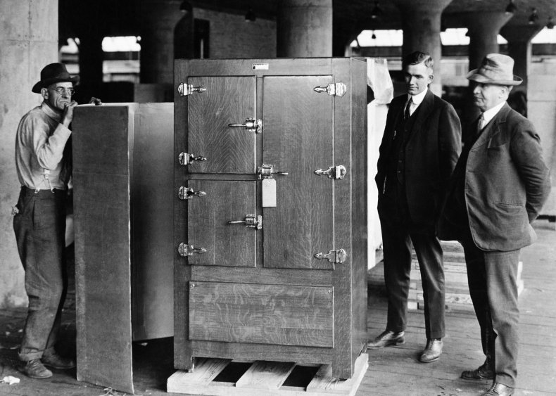 1921: Refrigerators become household appliances