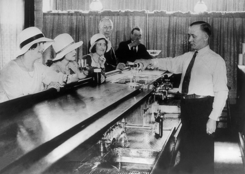 1925: Speakeasies serve up finger foods