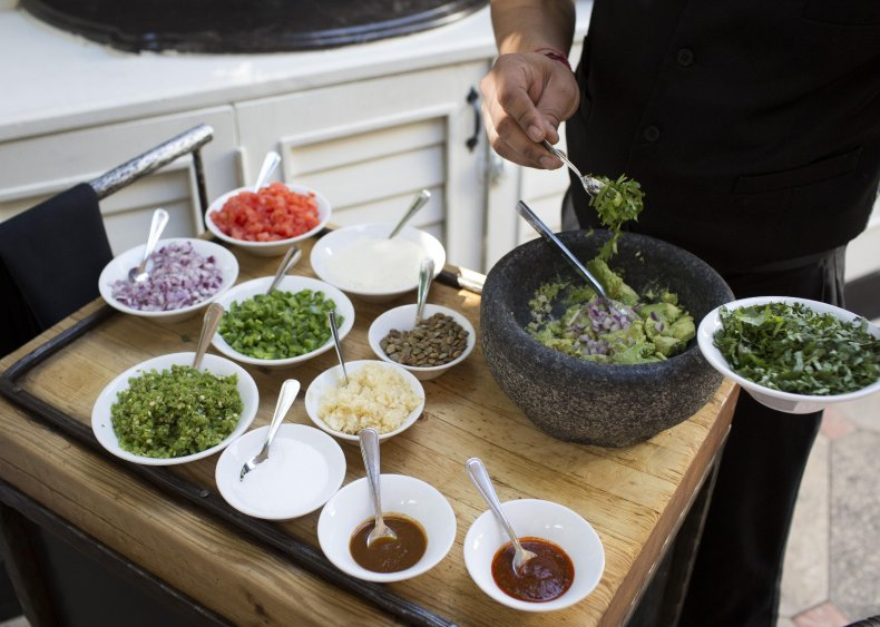 1984: Rosa Mexicano whips up tableside guacamole
