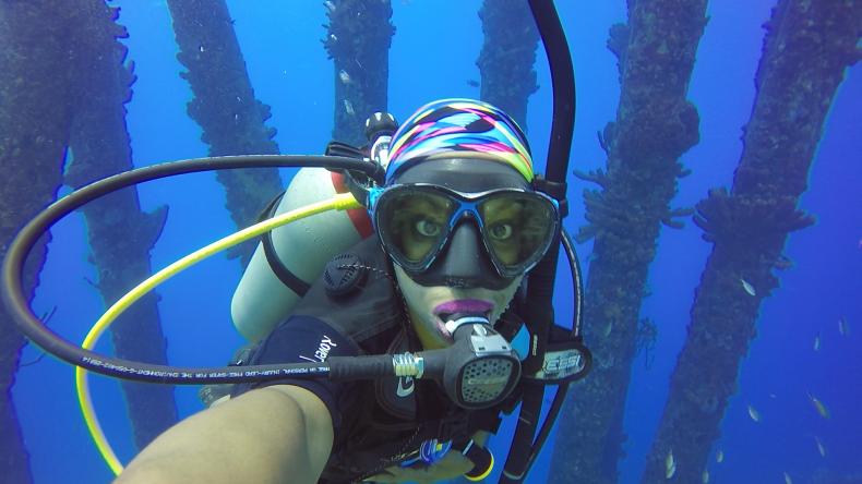 An advanced open water scuba diver