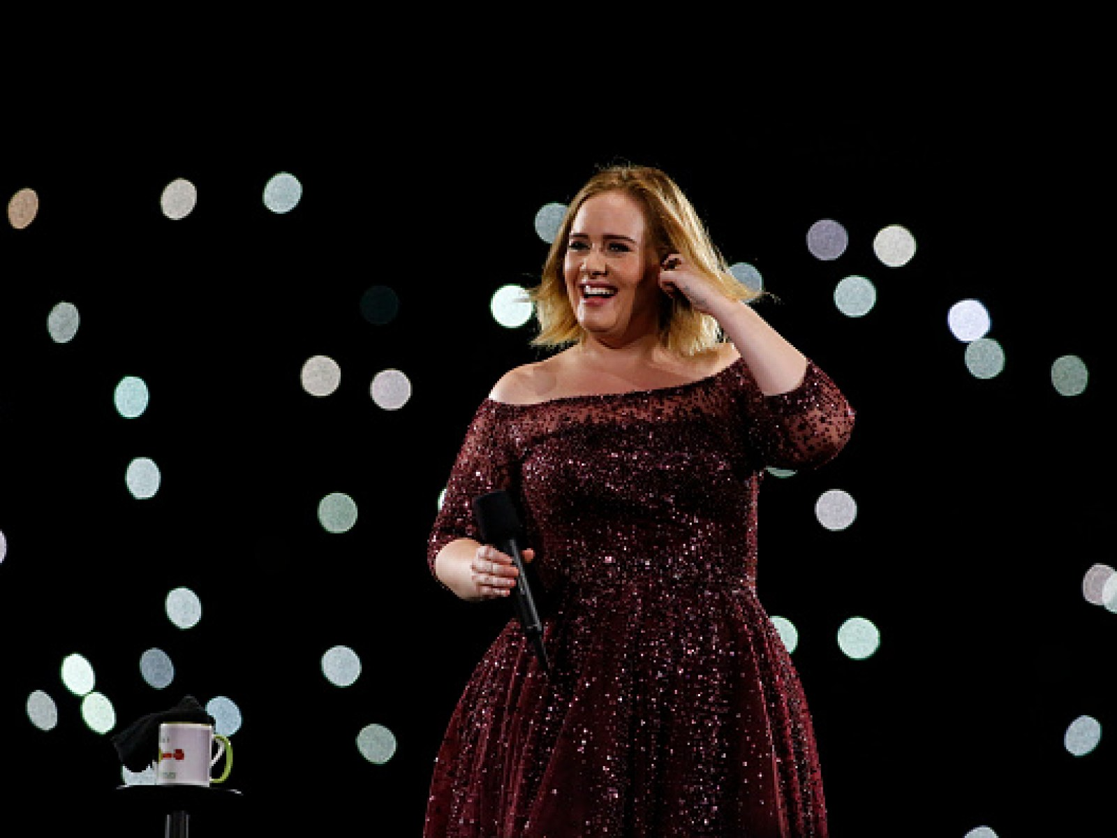 Adele Shared A Photo Of Her Wearing Bantu Knots With A Jamaican Flag Bikini Top And The Internet Lost It