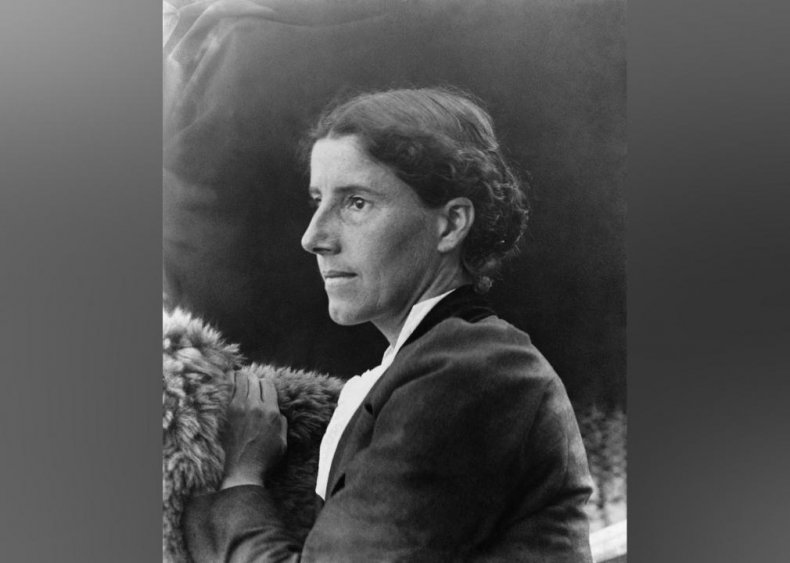 1898: Charlotte Perkins Gillman pushes for women's financial independence