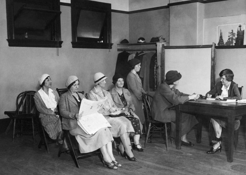 1933: 2 million women lose jobs in the Great Depression