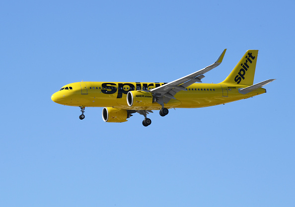 Spirit Airlines flight attendant argues with passenger over gaiter face covering, says police will be waiting