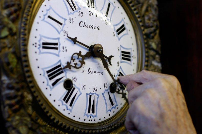 when do we turn clocks back time