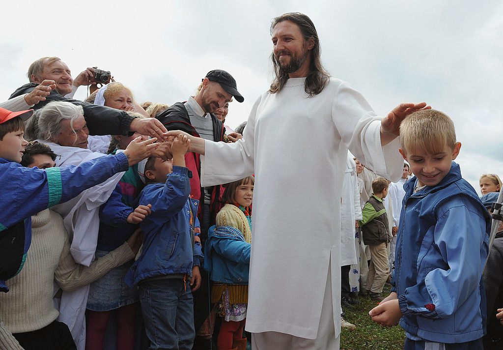 Cult Leader Who Thinks He's Jesus Arrested For 'Psychological Violence' Against Followers thumbnail