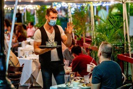masks restaurant covid-19 winter surge