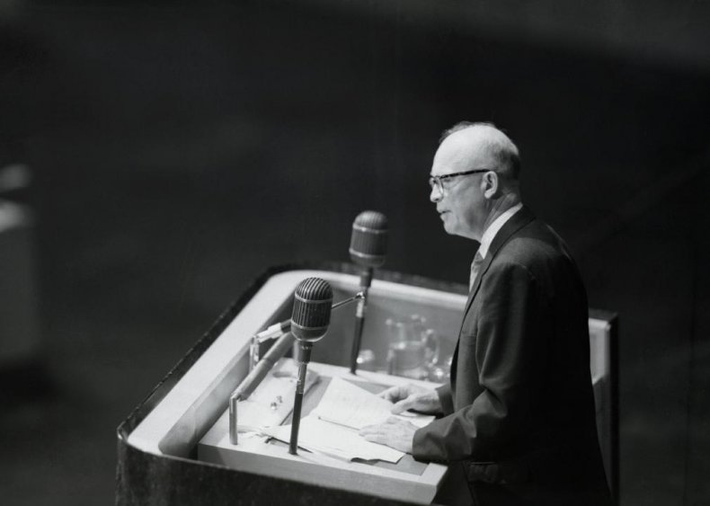 1952: First televised debate with all candidates