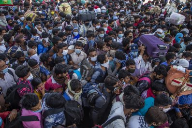 India migrants bus crowds coronavirus March2020