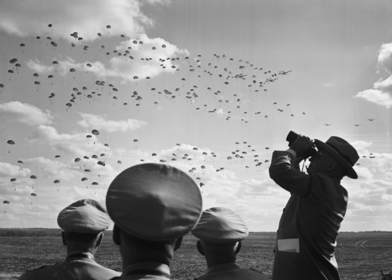 1949: Truman watches paratroopers