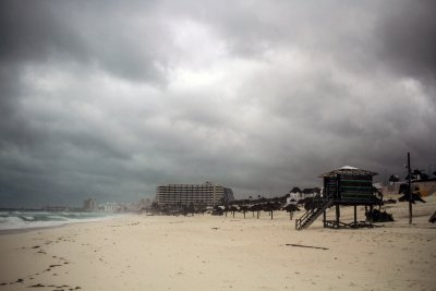 Hurricaine Delta Sandstorms Cloudy Cancun Beach