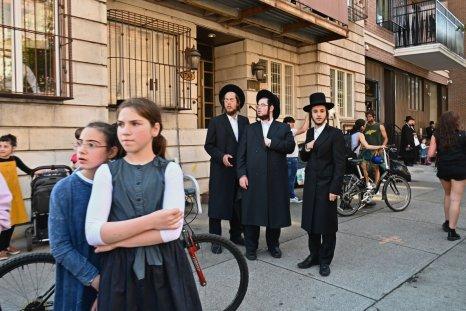orthodox jews brooklyn new york June 2020