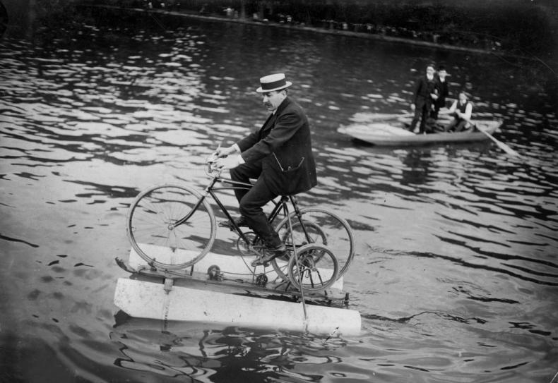 Amphibocycle