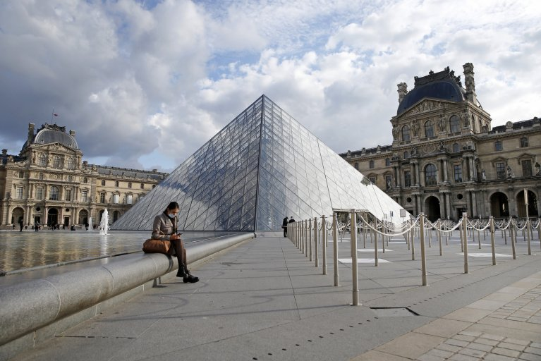 Louvre Paris France lockdown October 2020