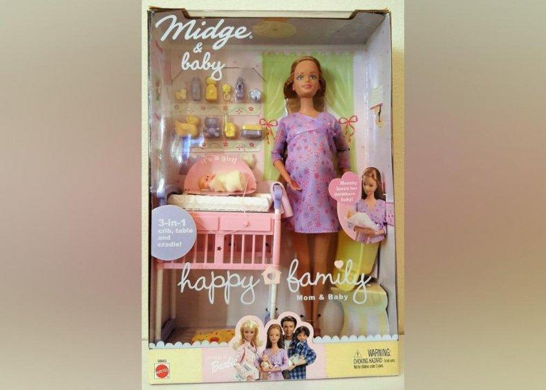 2002: Pregnant Midge causes controversy