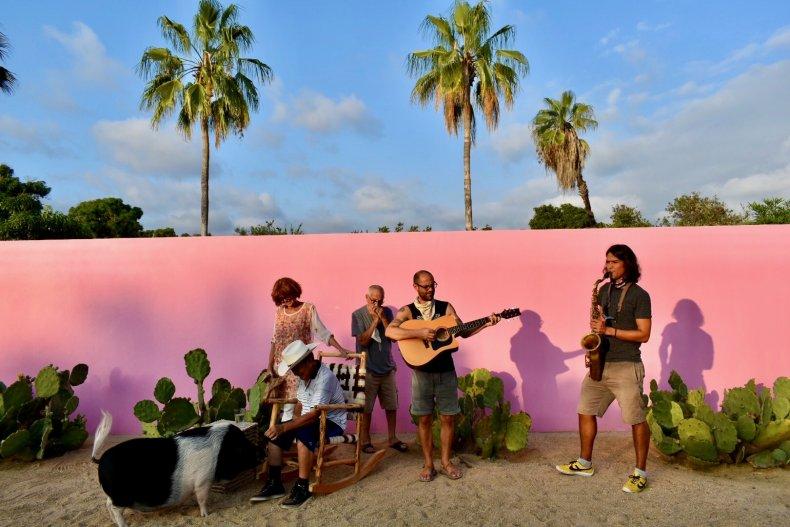 Colettivo Plays Music at El Hotelito