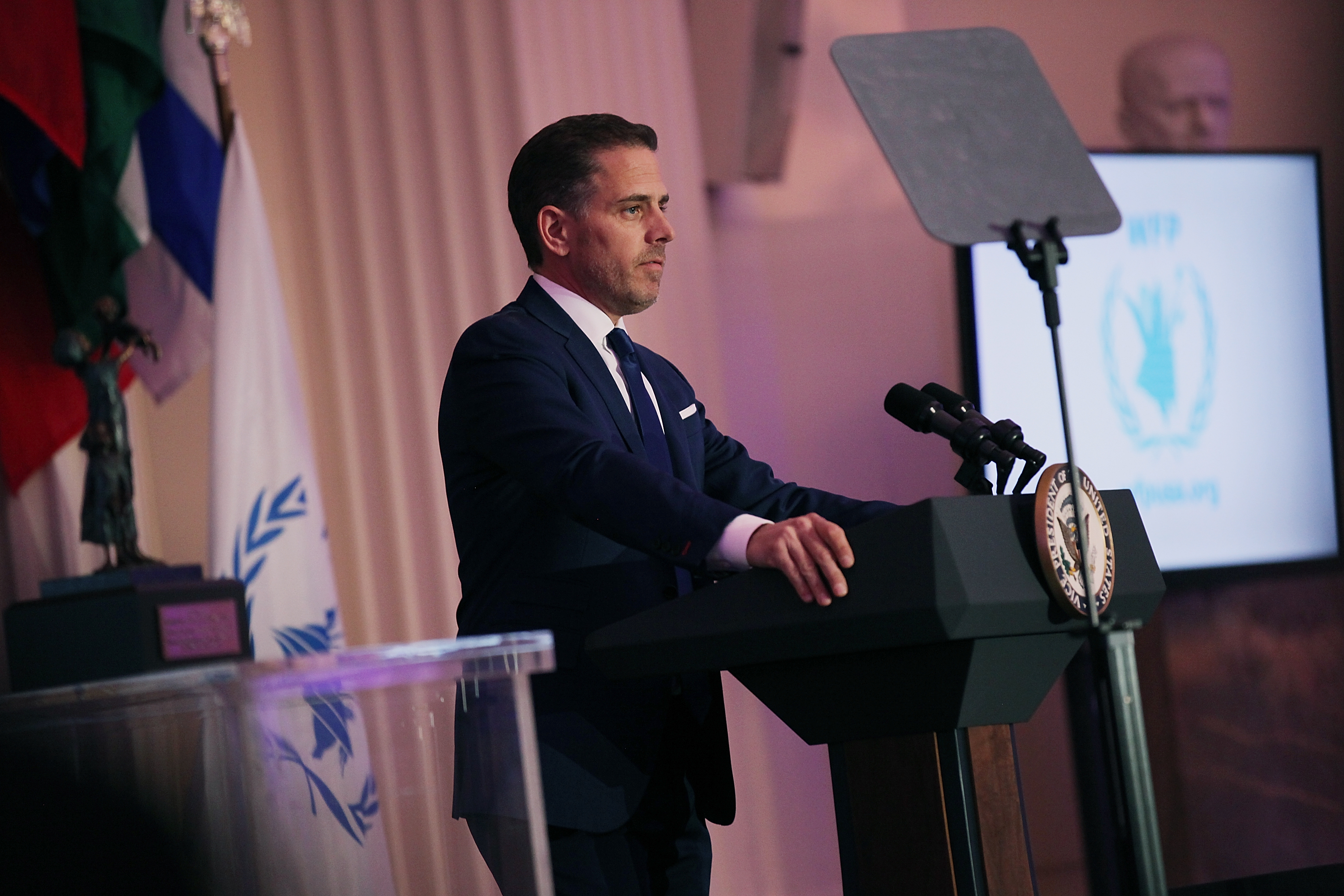 Hunter Biden's Laptop Probe Referred to FBI, Delaware State Police Say thumbnail