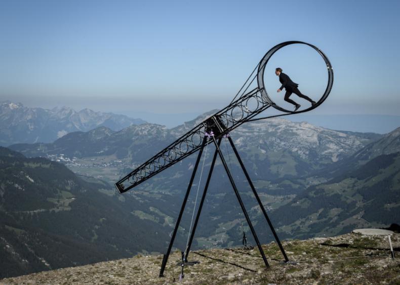 Reopening acrobatics in Switzerland