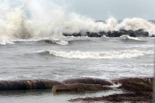 Watch: Hurricane Zeta produces 50-foot waves, 150 pmh winds on oil pPlatform