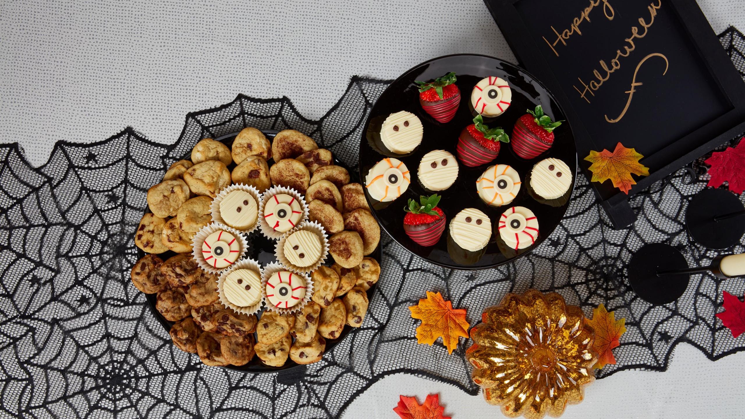 halloween treats by edible arrangements