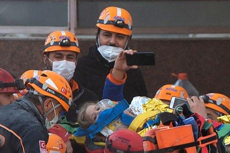 Rescue workers carry Ayda Gezgin in Izmir