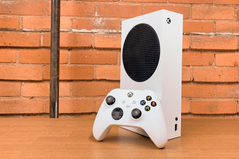 Xbox Series S Review -Console with Controller